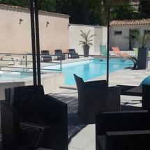 Salon détente piscine camping à RIEZ
