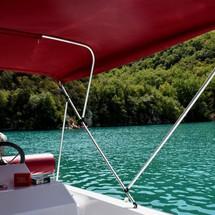 Balade en bateau à Esparron-de-Verdon!