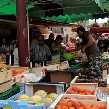 Fruits et légumes de saison au marché de Riez