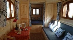 La roulotte des amoureux-une chambre-sdb-wc