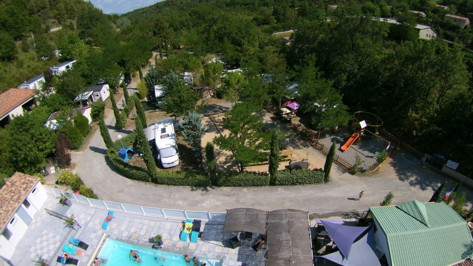 Camping 3 toiles gorges du verdon piscine chauff e lac for Cantal camping avec piscine
