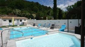 piscine camping rose de provence 04500 Riez
